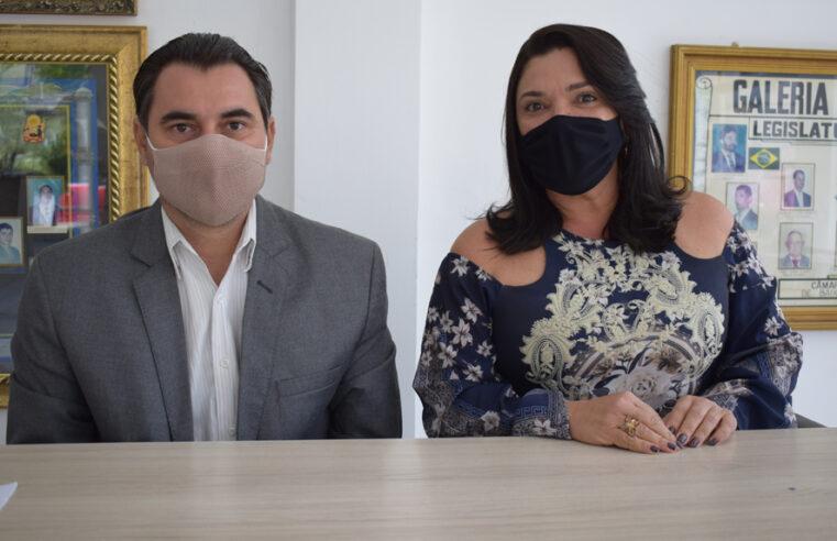 Amós Júnior e Najinha solicitam da prefeitura a distribuição de Kit Alimentação Escolar