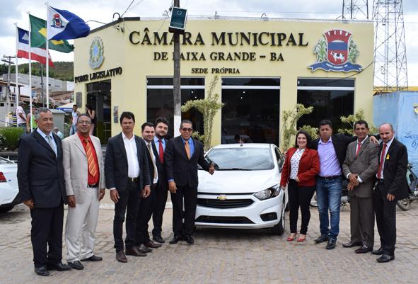 Presidência da Câmara de Baixa Grande entrega um veículo 0 km a serviço do Legislativo