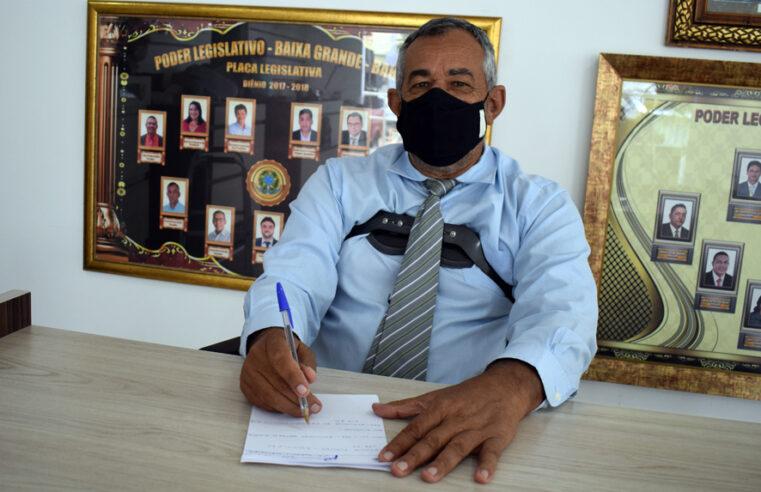 Aurenival pede funcionário para tirar Carteira de Identidade em Baixa Grande