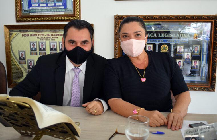 Amós e Najinha pedem calçamento para o Bairro Novo Horizonte