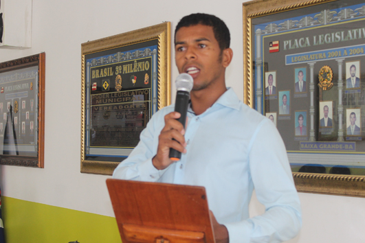 Jovem de Mandacaru usa Tribuna Livre da Câmara para cobrar melhoria para o povoado do Mandacaru