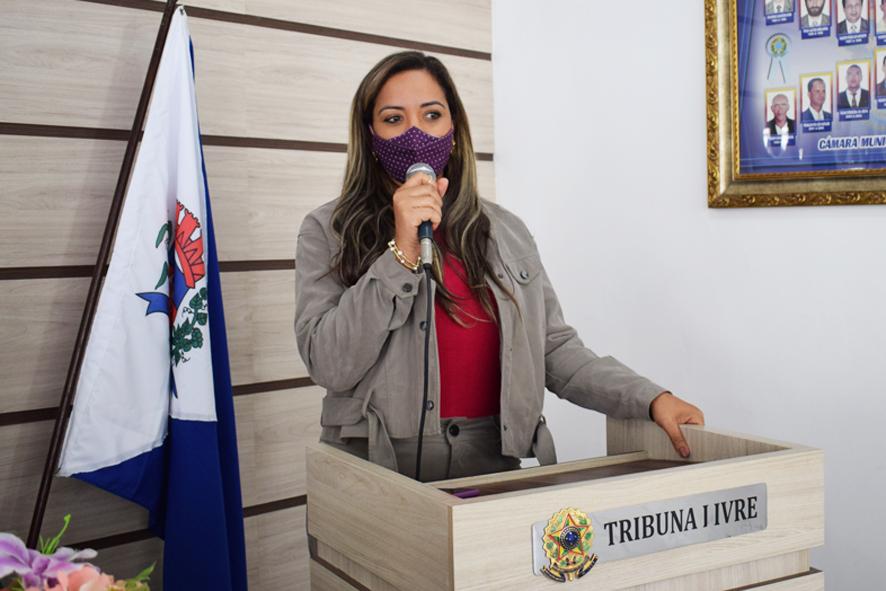 Vítima de tentativa de feminicídio com 68 facadas em Salvador participa de Sessão da Câmara em Baixa Grande